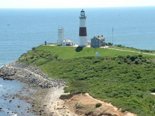 800px-Montauk_Point_Lighthouse_2008[1]